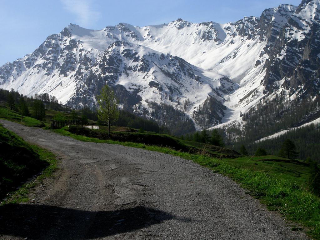 la Tete de Longet ed il versante di salita dalla stradina per la Chapelle Clausis (23-5-2009)
