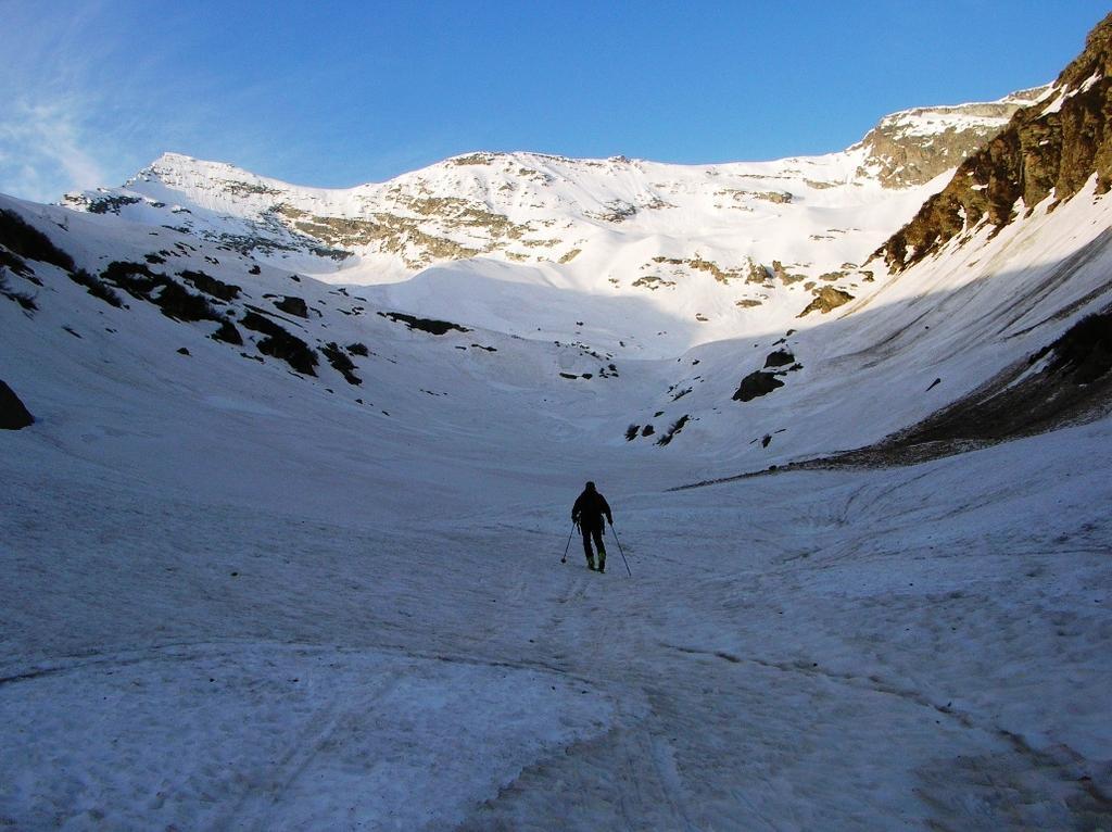 Il vallone di salita (pieno di neve)