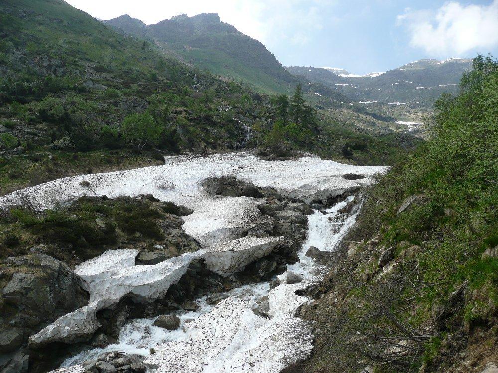 Rio Oropa e nevai.