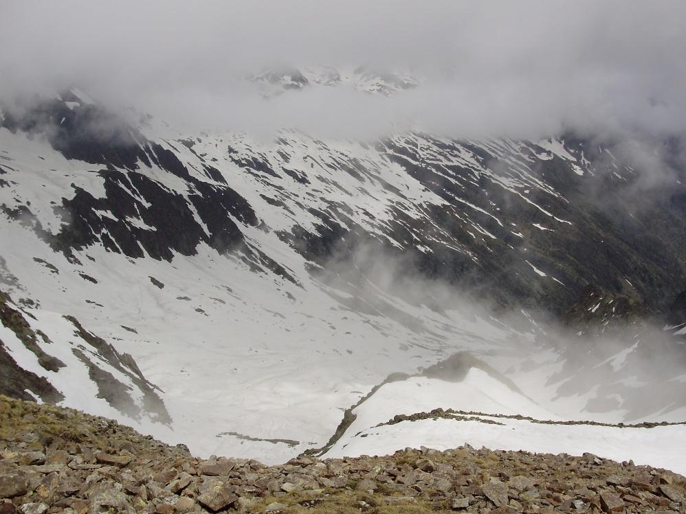 Il vallone di discesa visto dalla cima