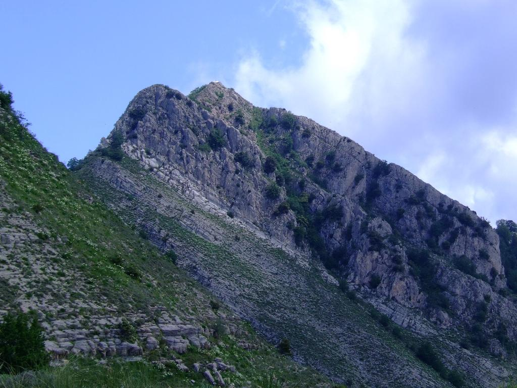 La punta vista da Roche du Trone 1178 m