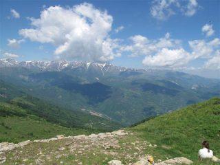 Panorama dal Monega verso le alpi liguri