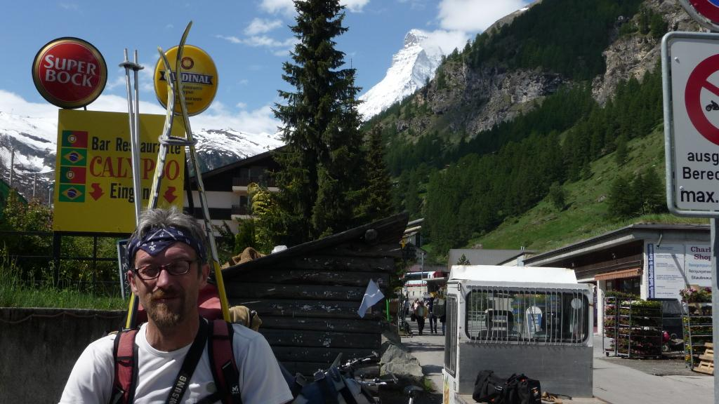 Nyco a Zermatt, con Matterhorn sullo sfondo