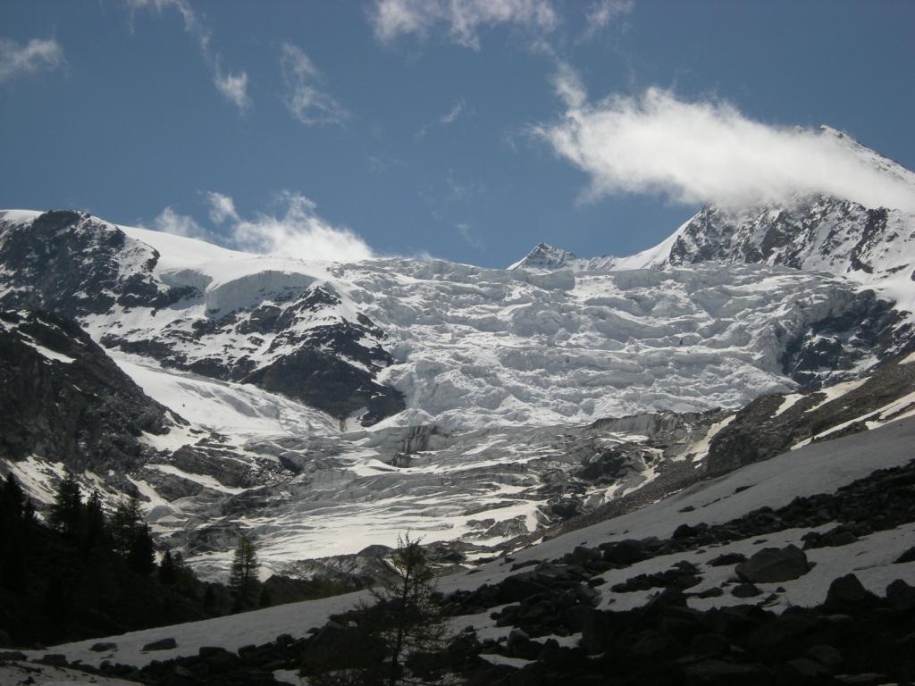 ghiacciaio sotto il rifugio