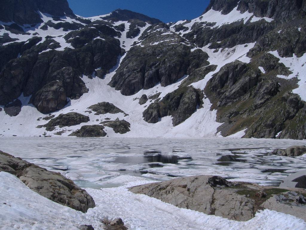 Il Lac Vert ancora semighiacciato