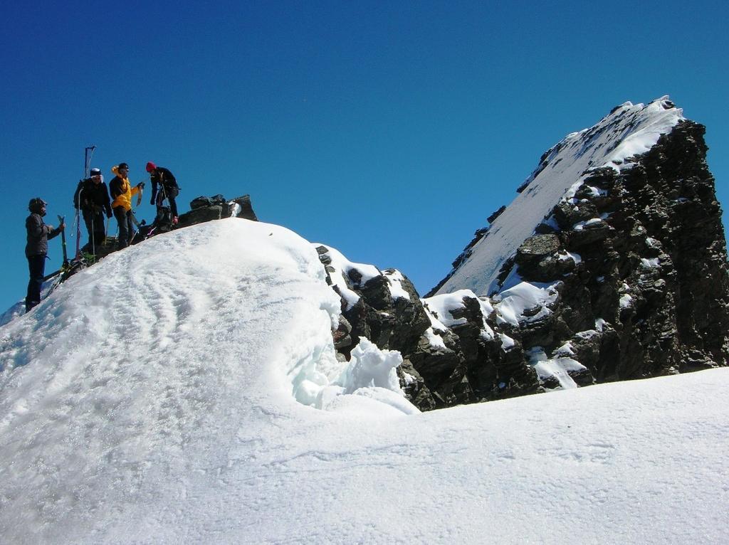 Punta sciistica. Si vede la vetta (3607 m) e la cresta per raggiungerla, ma non il gendarme da scavalcare