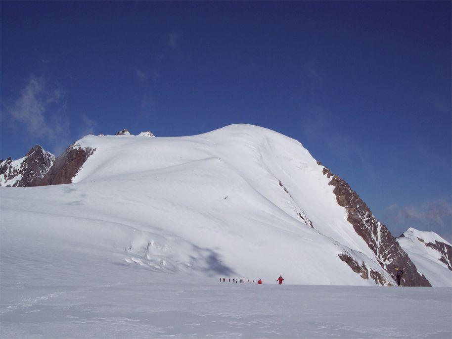 la calotta del Gwachtenhorn vista dal pianoro a quota 3000