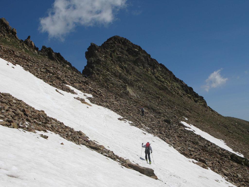 Breve tratto senza neve al Passo