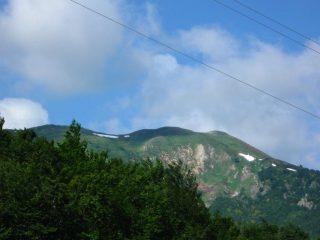 Piccole chiazze di neve sui monti di Garessio 2000