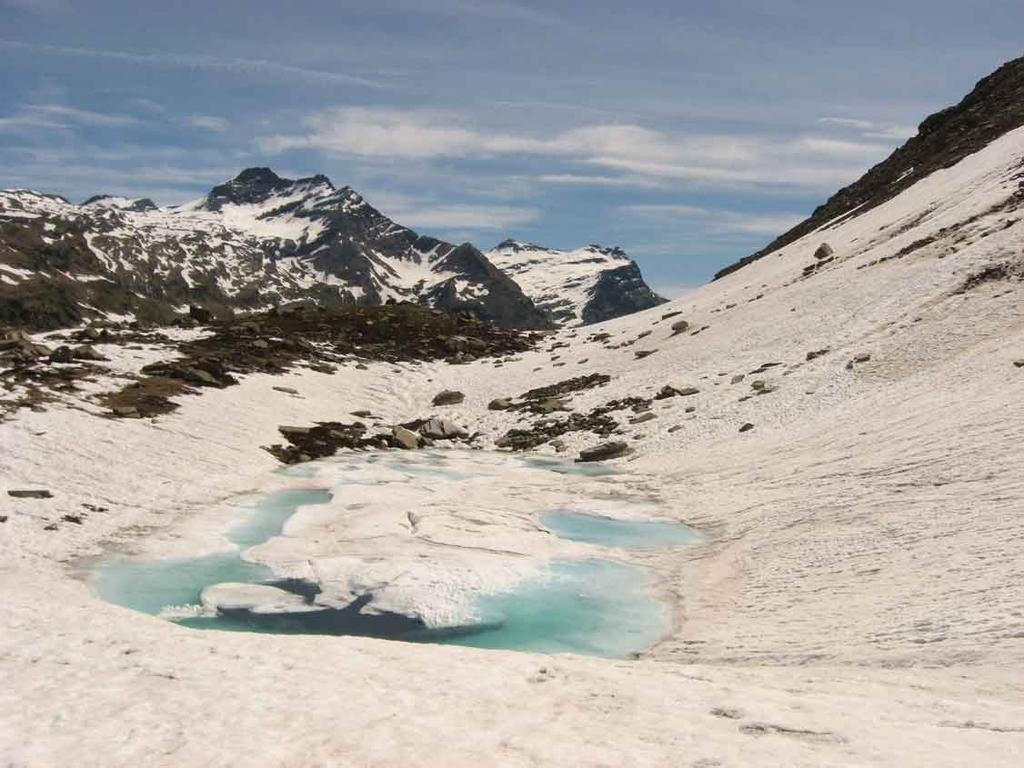 lago Pratorotondo ancora ghiacciato