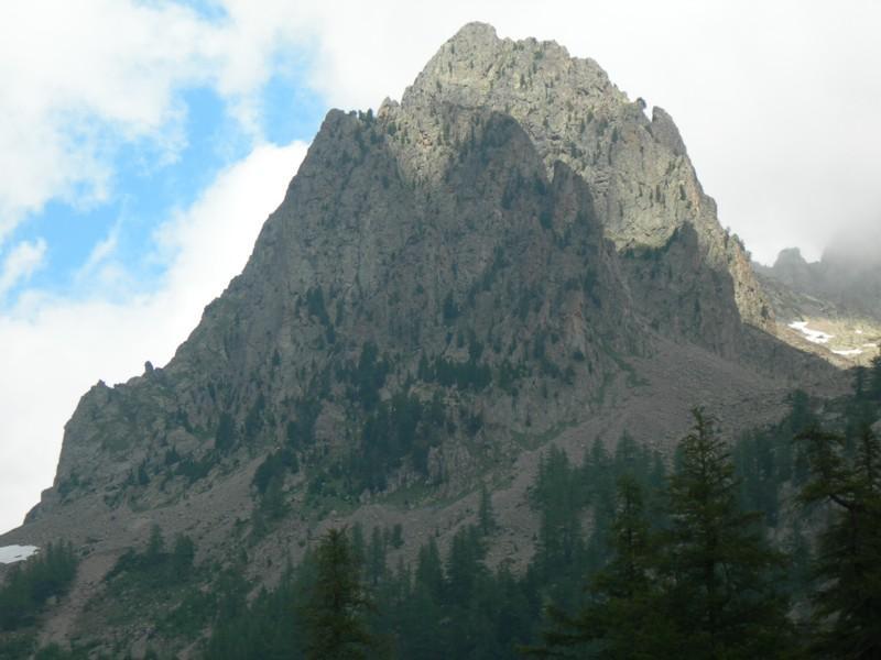 Sulla sinistra  la cresta di salita