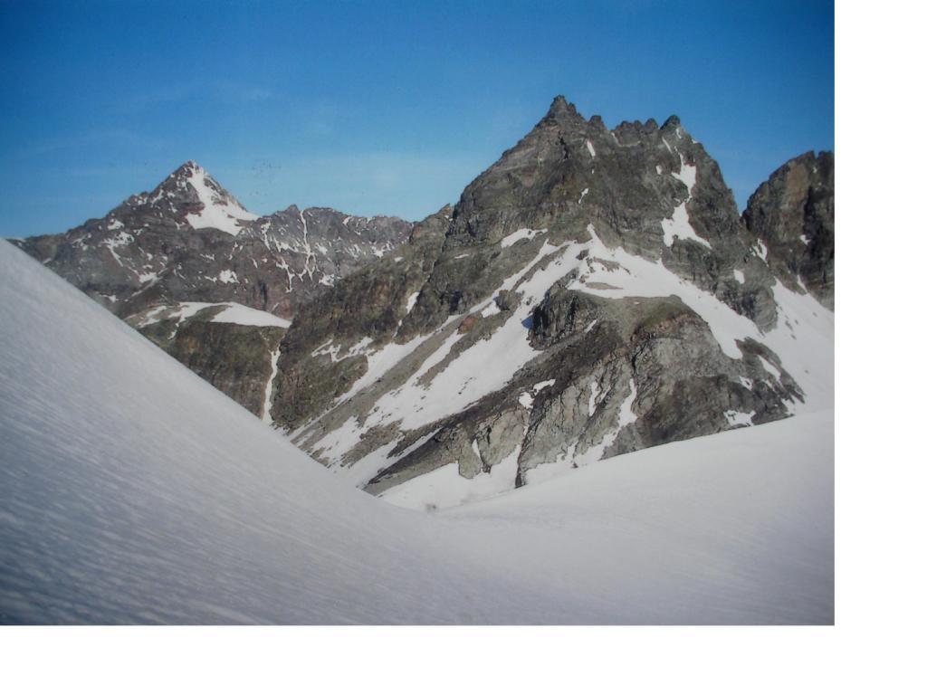 La Becca di Luseney e il Mont Redessou dai pressi del Col Chavacour