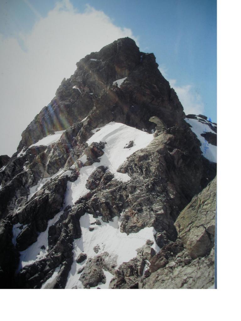 Alla base della cresta nord.ovest dove corre la via normale alla vetta c'e' la parte piu' difficile da superare.
