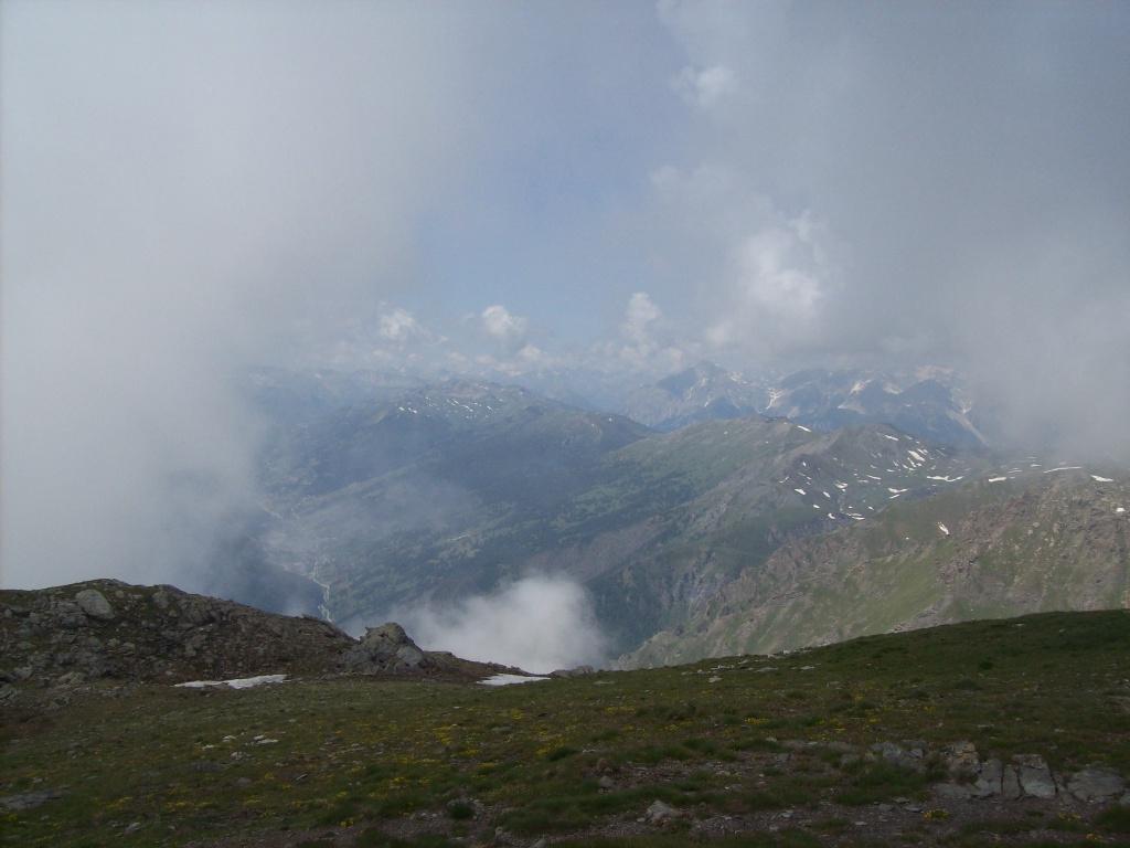 Vista dalla cima verso il Colle dell'Assietta - Fraiteve