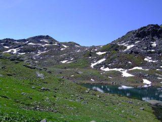 Punta Murel (a sin.) con a destra il colletto 2390, dal lago dell' Alpetto.