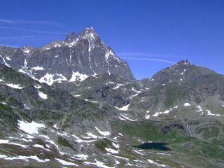 Il M. Viso con in primo piano il lago dell'Alpetto, dalla P. Murel.