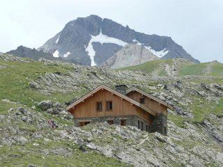 il nuovo rifugio e il goleon sullo sfondo