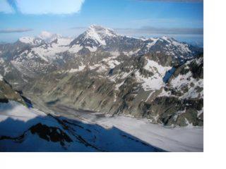 Bianco e Combin ,parte in ombra parte al sole,e il Glacier d'Otemma dalla cresta nord della Sengla.