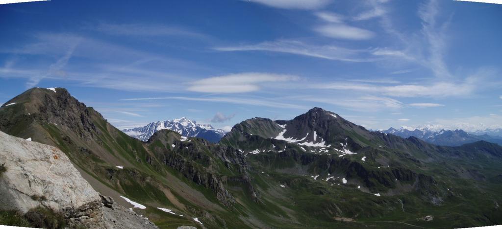 panorama su monte rosso di vertosan gr. combin fallere e rosa