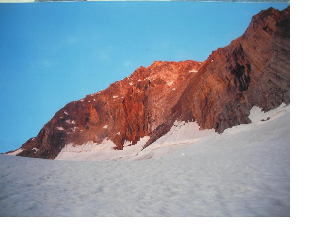 Il Pizzo D'Andolla dallo Swischbergengletscher all'alba