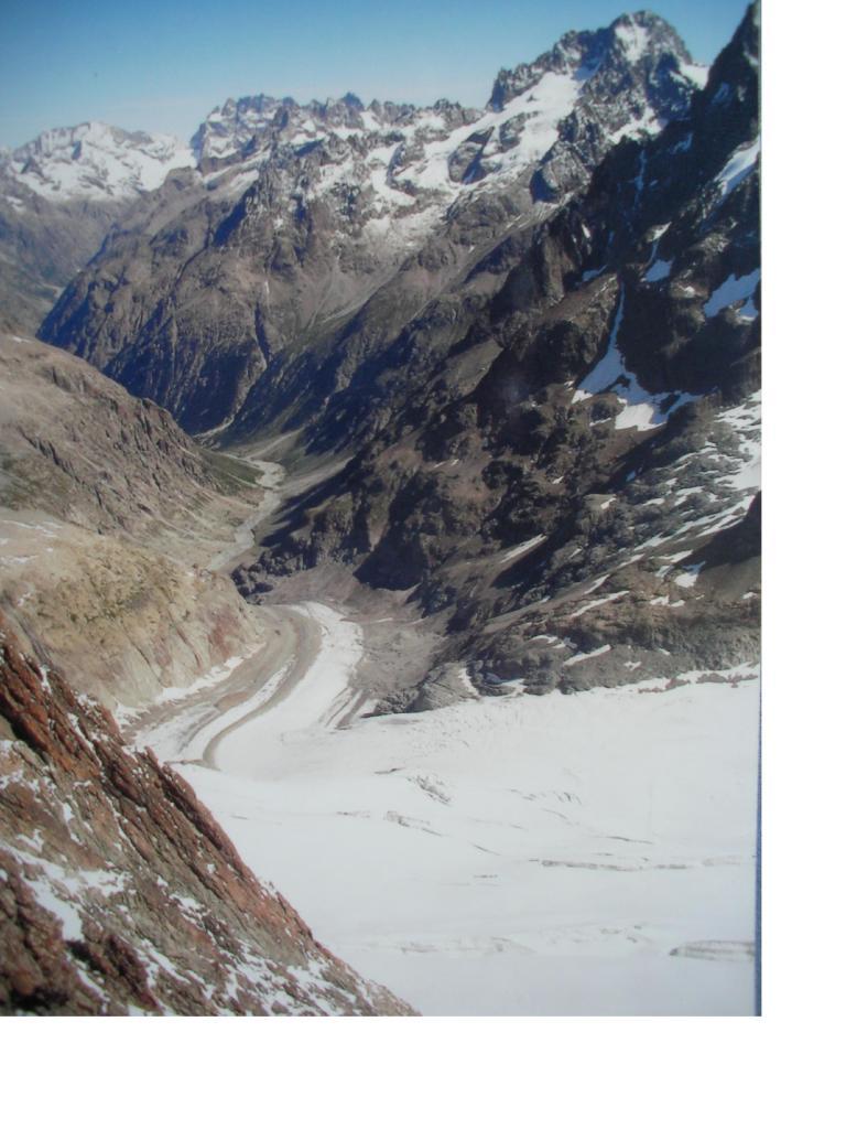 Il Glacier de la Pilatte dallo sperone est dei Bans.Si vedono da sx a dx il Rateau,la Meije e la Barre desEcrin