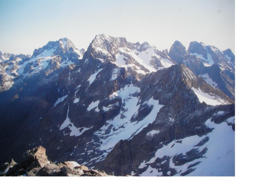 La Barre des Ecrin l'Ailefroide e il Pelvoux viste dalla vetta dei Bans