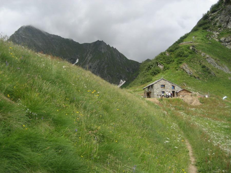 l'alpe Sattal con il Tagliaferro a sx