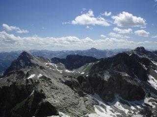 Spettacolare vista dal Pelvo: sulla sin. il Chersogno, in mezzo e più dietro l' Oronaye e a destra la Marchisa.