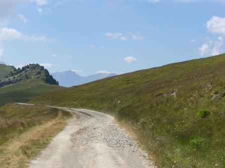 La strada sterrata che porta al Colle della Bicocca