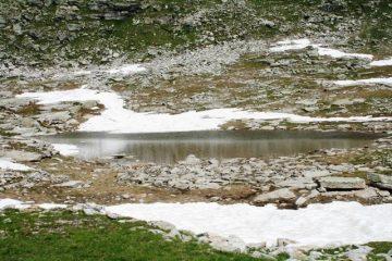 Il Lago di Camoscera con l'ultima neve