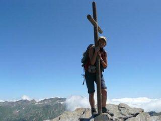 aggrappata alla croce :-)