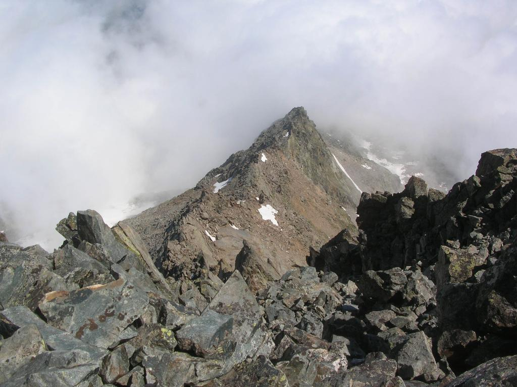 La cresta Sud-Est vista dalla cima.