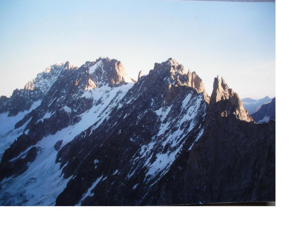 L'importante catena montuosa della Verte Droites e Courts,viste dai pressi del col du Triolet
