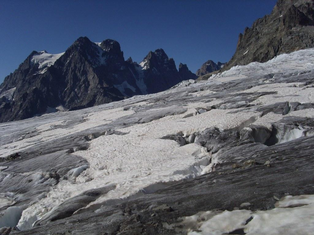 Sul ghiacciaio, a 2 passi dai seracchi, sullo sfondo il Pelvoux
