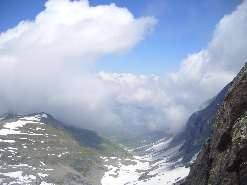 Monte Rosa in mezzo allu nubi