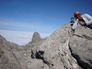 io in vetta (sullo sfondo Picu Urriellu)