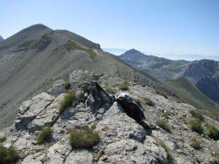 La cresta che sale al Monte Corvo, dalla Vetta Orientale