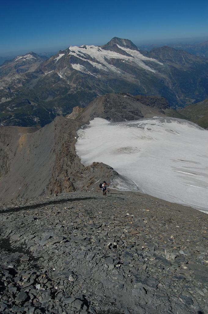 il pendio finale visto dall'alto con la cresta di salita