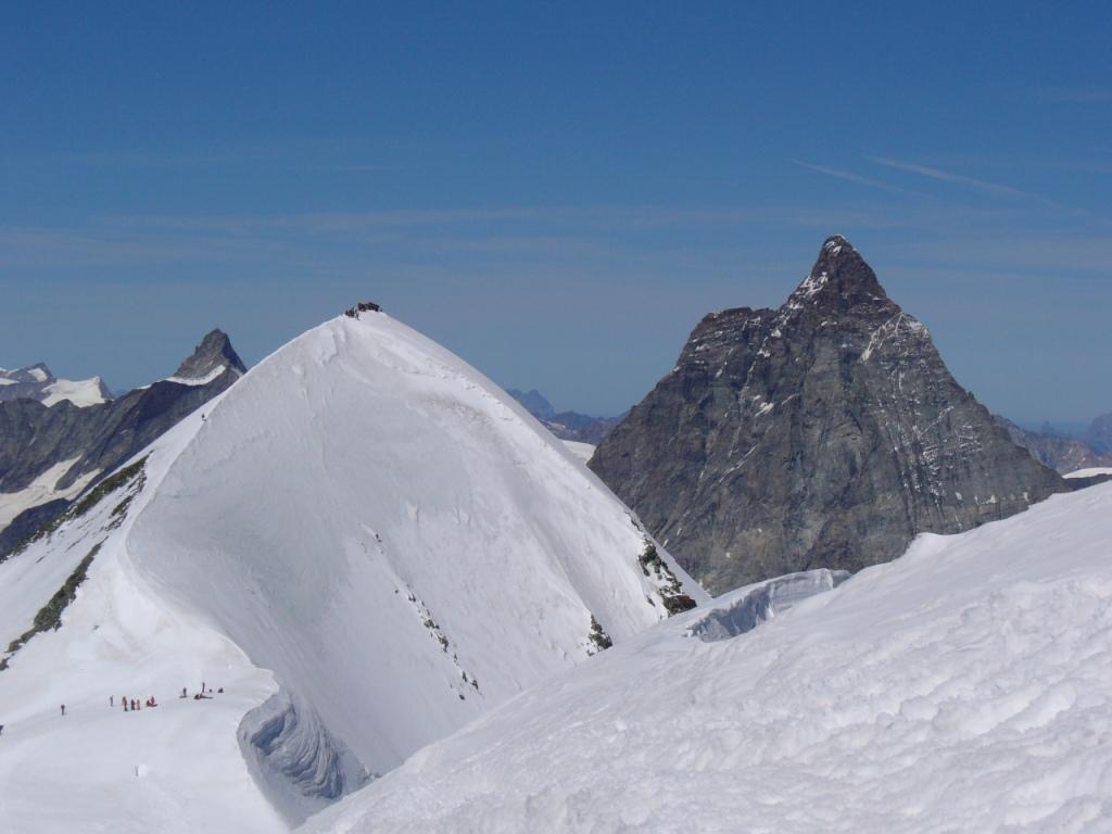 Cervino e Breithorn Occidentale con l'affilata cresta percorsa
