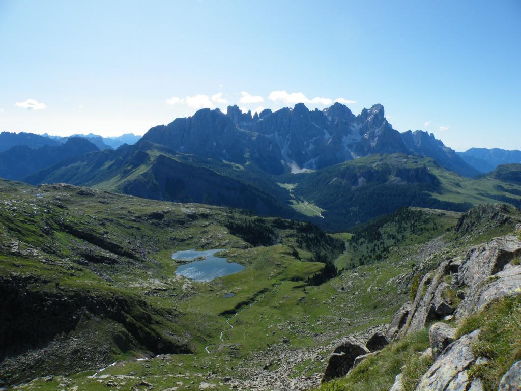 il vallone e il lago di Luribrutto visto dalla cresta.