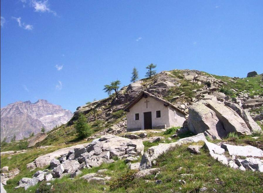 La chiesetta e a sinistra P.ta Fourà
