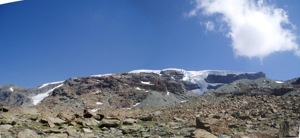 la barriera che sorregge il ghiacciaio