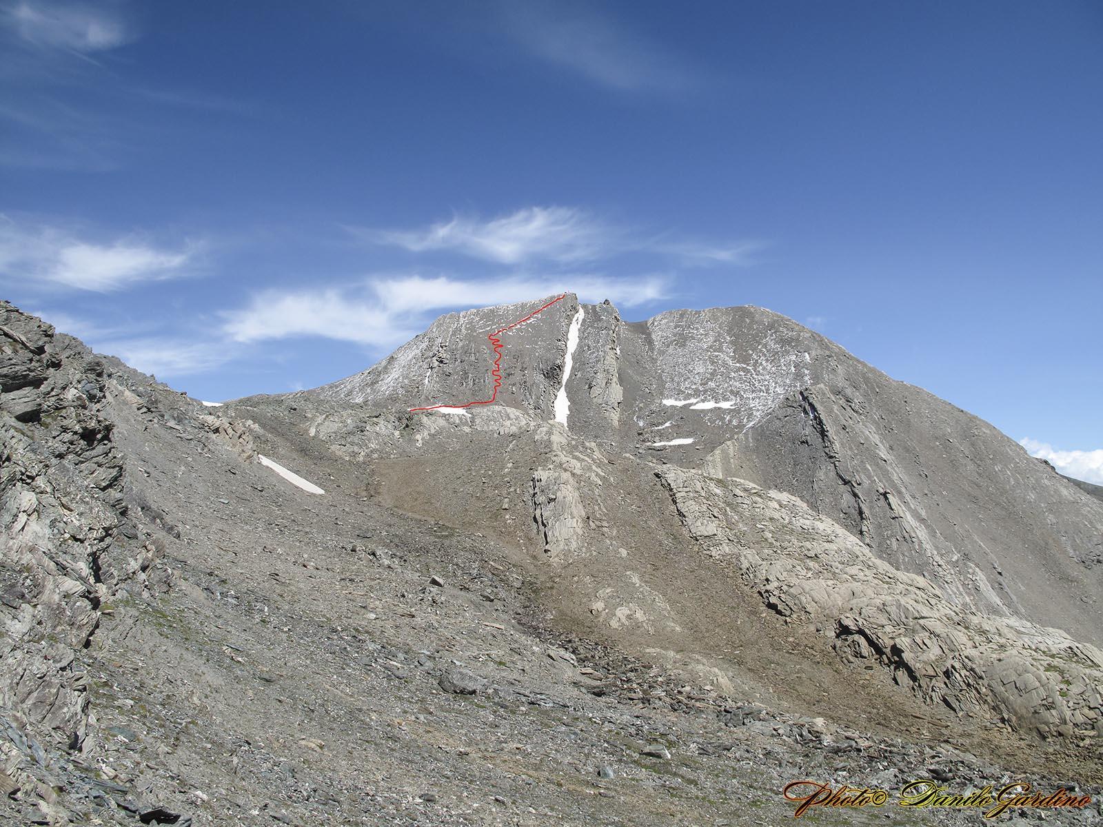 Il percorso fatto discendendo il Salza. L'andata è stata fatta percorrendo la cresta di SX che si vede in foto.La neve era ancora troppa, si pensava di scivolare.