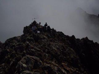 in cima, le nebbie salgono