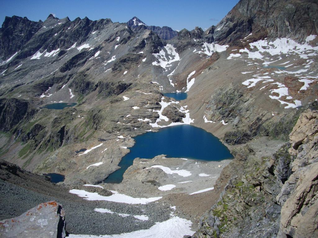 I laghetti nei pressi del Rif  Perucca visti dal passo di Volfrede