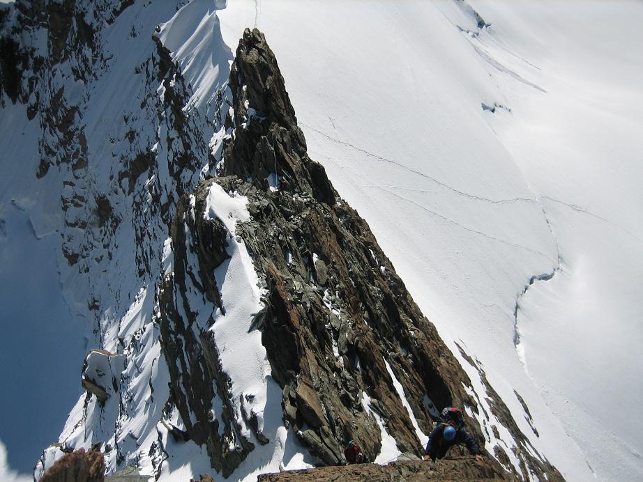 Ugo ci segue sulla cresta rocciosa del centrale