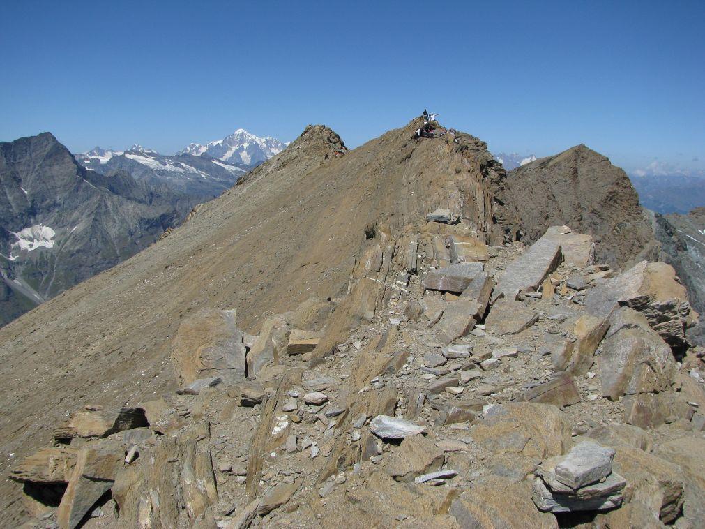 La vetta con sfondo il Monte Bianco