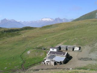 Tsa de la Comba con le sue stalle sotterranee