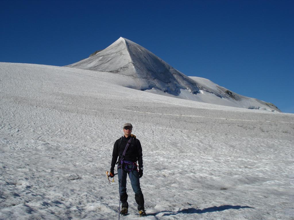 La Becca d'Oren vista dal ghiacciaio
