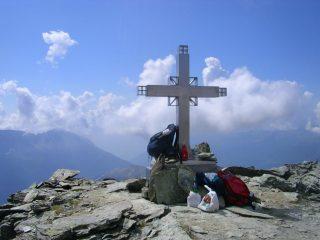 la croce posta sulla cima